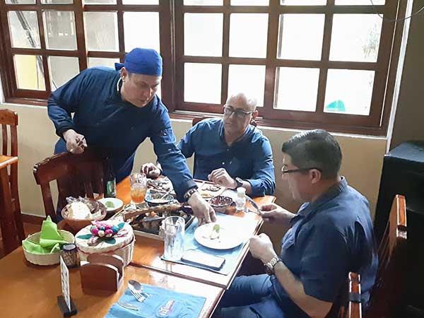 Parrillero chef Capitán Acosta del restaurante Tbone en Tuxpan
