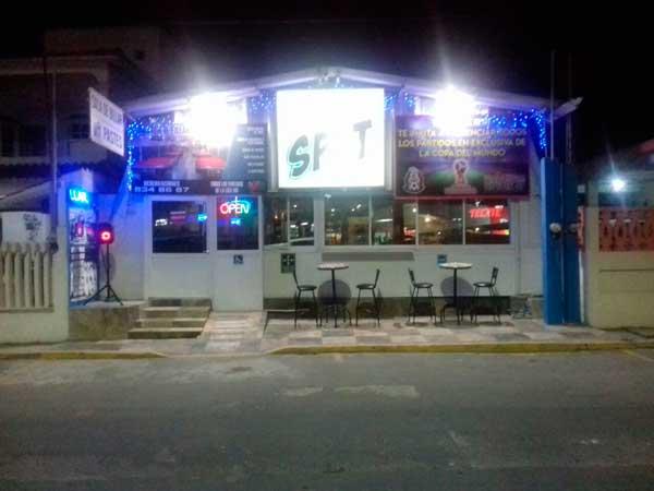 Fachada billar The Spot en Tuxpan, Veracruz