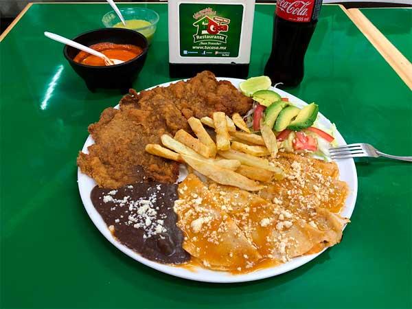 Milanesa de res con enchiladas del Restaurante Tu Casa en Tuxpan, Ver.