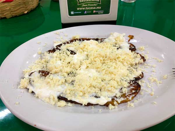 Plátanos fritos con crema y queso del restaurante Tu Casa en Tuxpan, Ver.