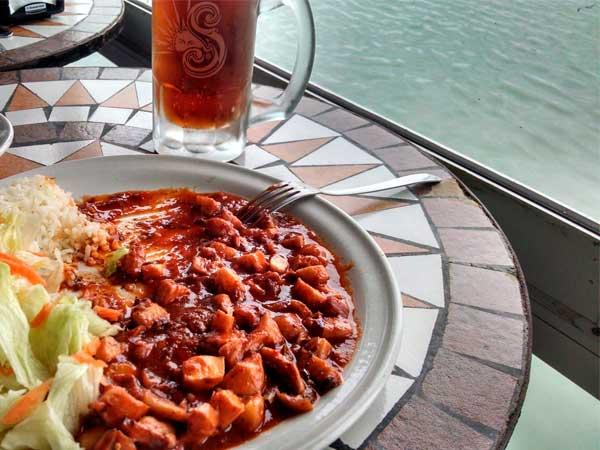 Pulpo del restaurante Del Mar en Tampamachoco en Tuxpan, Veracruz