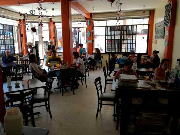 Interior del Restaurante La Nueva Cascada en Tuxpan, Ver.
