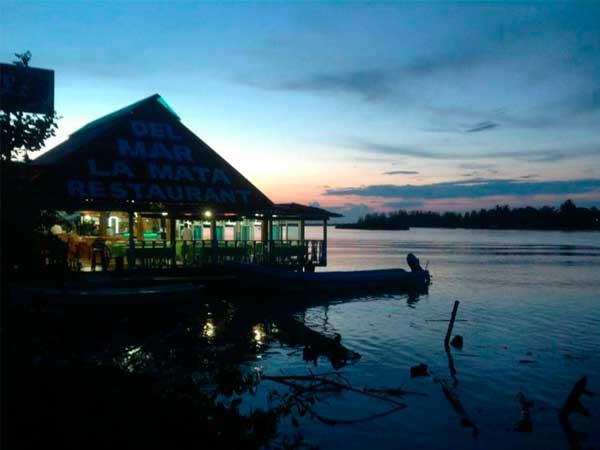 Restaurante del Mar en la laguna de Tampamachoco en Tuxpan, Ver.