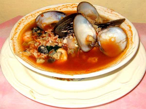 Sopa de mariscos del Restaurante La Nueva Cascada en Tuxpan, Ver.