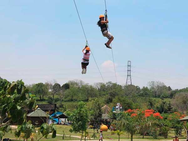 Tirolesas en el parque Loko en Tuxpan