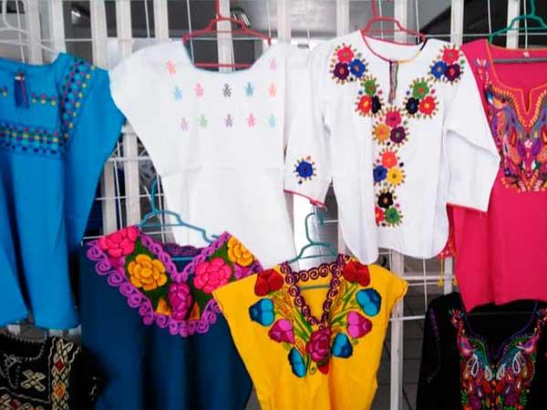 Blusas, vestidos y otra ropa artesana en Tuxpan, Veracruz