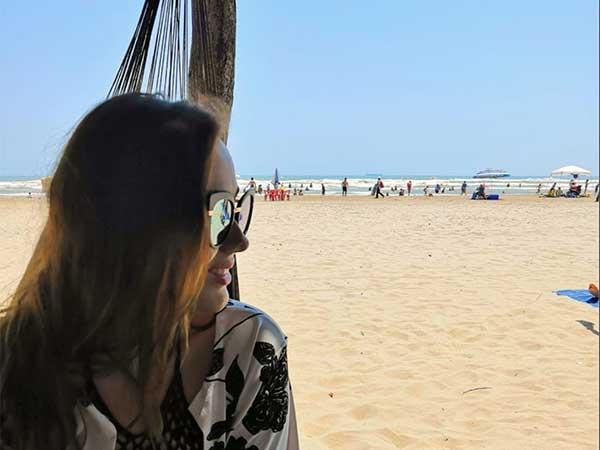 Modelo en palapa de la playa de Tuxpan